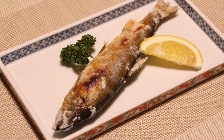 民宿割烹たきの鮎の塩焼き