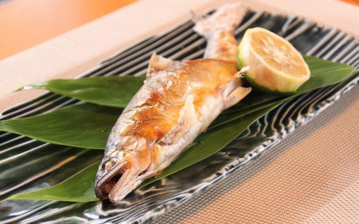 本料理ゆずはんの天然鮎の塩焼き