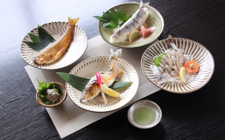 屋の鮎塩焼き、鮎の甘露煮、うるか、鮎の背ごし