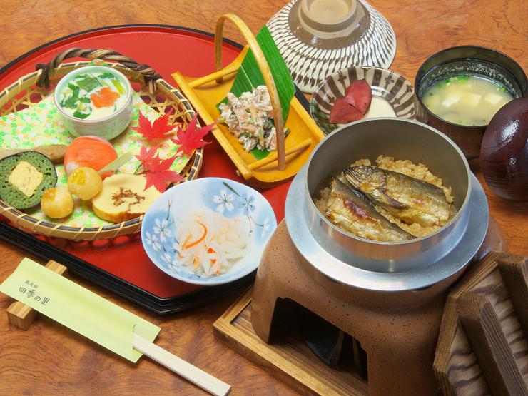 奥豆田四季の里の鮎の釜めしセット